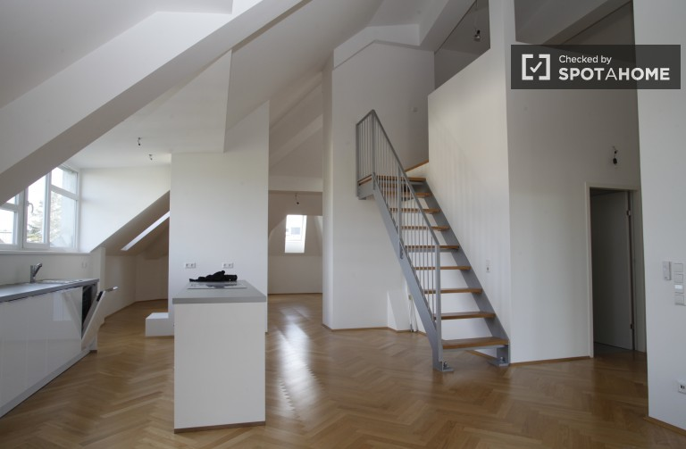 Unfurnished 2-bedroom apartment for rent - Hietzing, Vienna