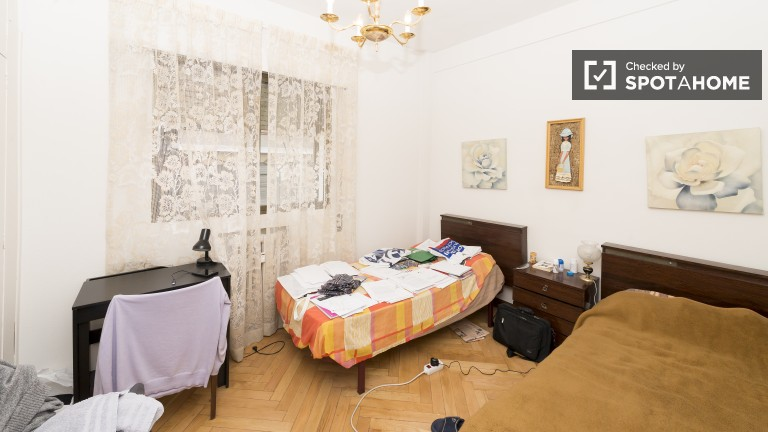 Comfortable room in shared apartment in Guindalera, Madrid