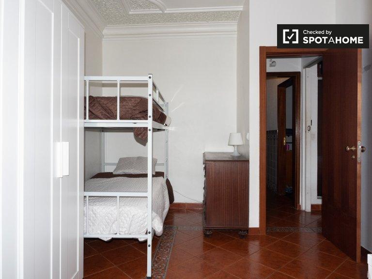 Chambre confortable dans un appartement de 4 chambres à coucher à Principe Real, Lisbonne