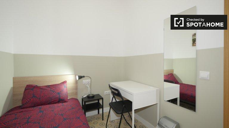 El Raval, Barcelona'da 4 yatak odalı dairede kiralık oda