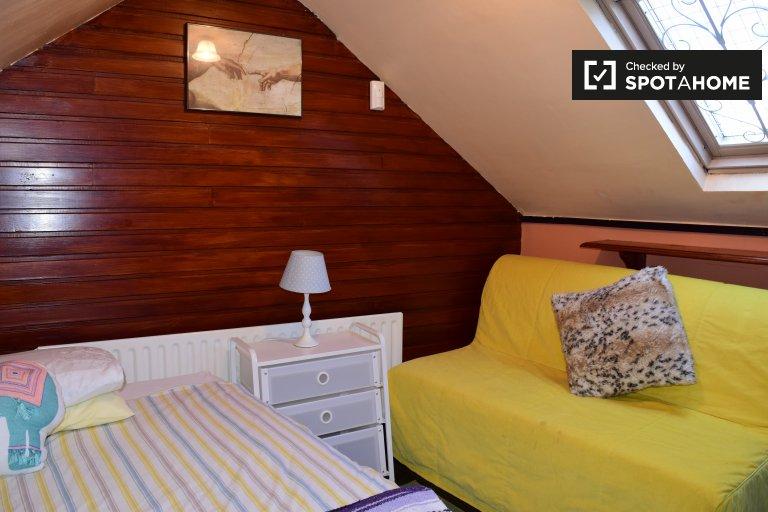 Chambre rangée dans une maison de 2 chambres à North Inner City Dublin