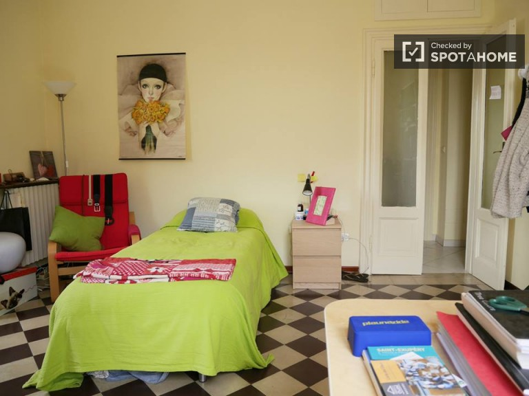Single Bed in Two spacious bedrooms for rent in a fantastic apartment next to Universita Bocconi