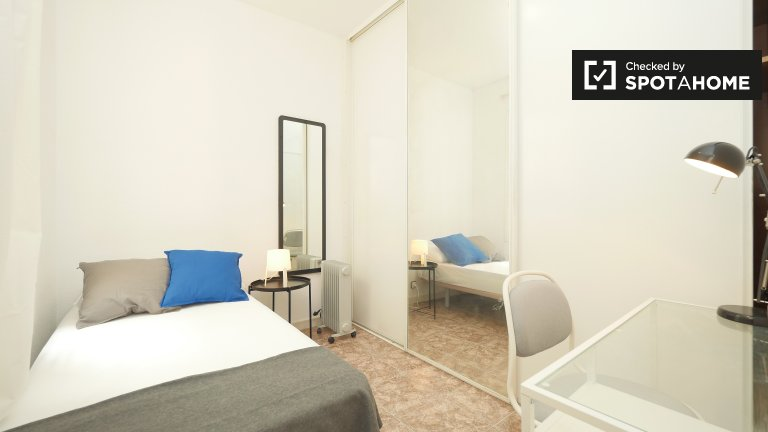 Cosy room in 6-bedroom apartment in Les Corts, Barcelona