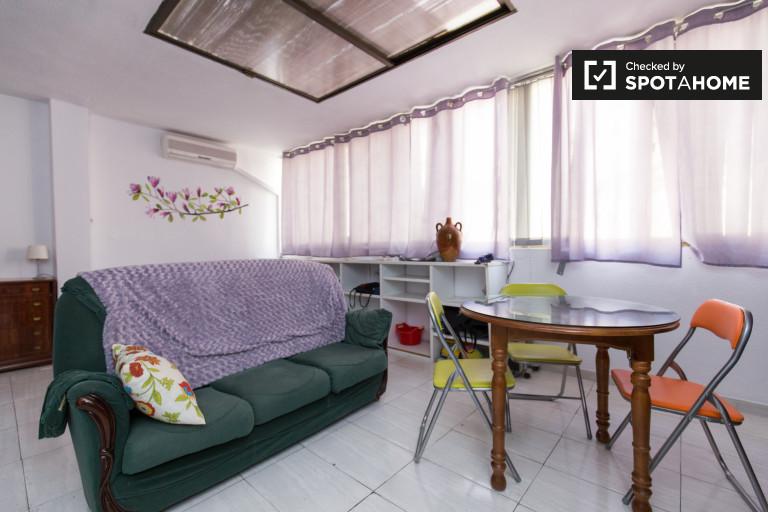 Sensible semi-independent apartment for rent in Ronda