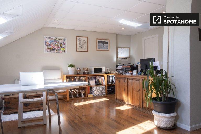 Wunderbares Zimmer zu vermieten in Aravaca, Madrid