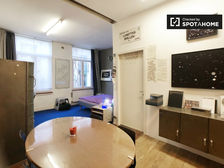 Studio apartment for rent in Anneessens, Brussels