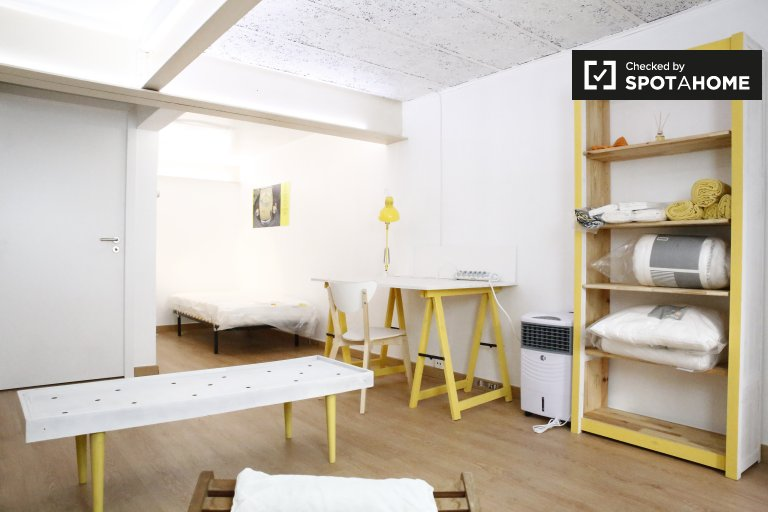 Pokój w domu z 3 sypialniami w São Domingos de Benfica, Lizbona