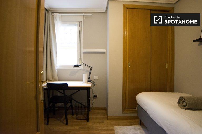 Einzelzimmer zu vermieten, 4-Zimmer-Wohnung, Centro, Madrid