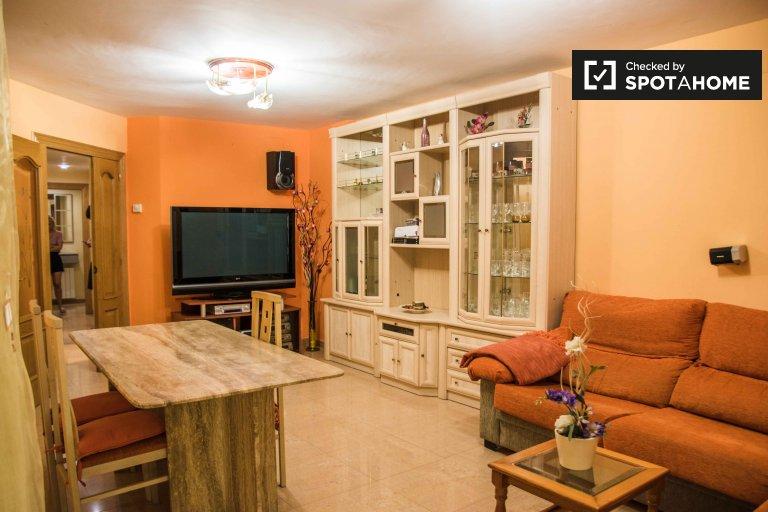 Przestronny 4-pokojowy apartament do wynajęcia w Camins al Grau