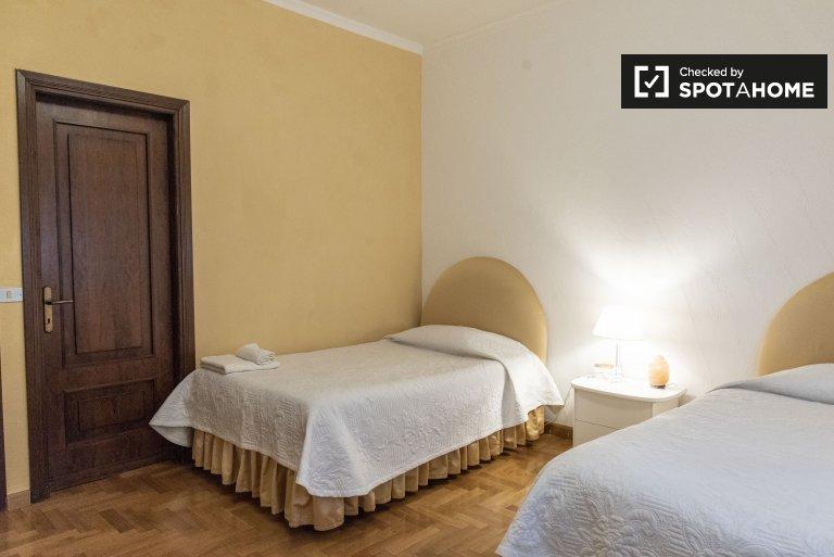 Quarto para alugar em apartamento de 2 quartos no Municipio XII, Roma