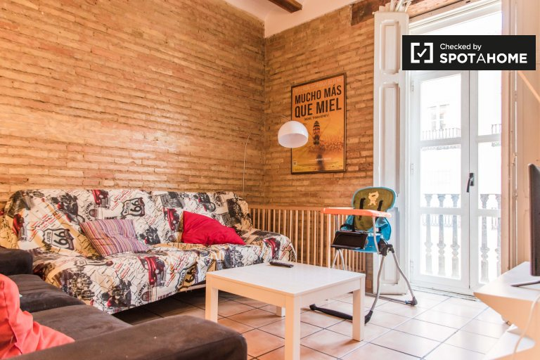 Stylish 2-bedroom apartment for rent in Extramurs, Valencia