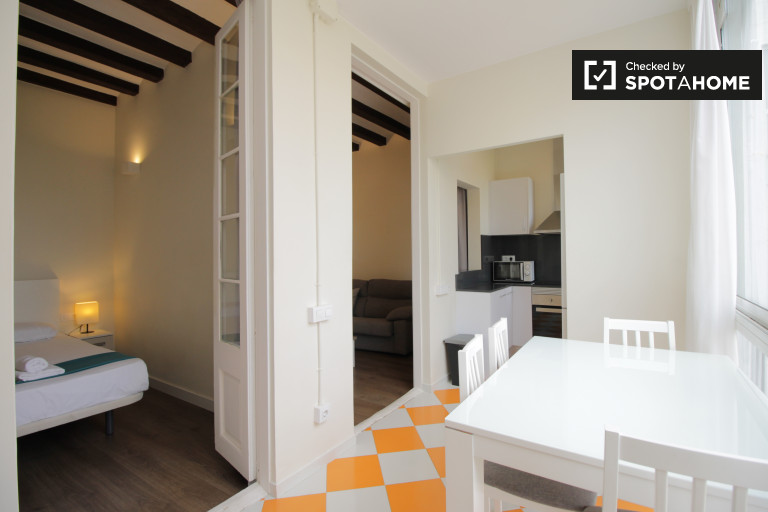 Stylish 3-bedroom apartment for rent in Gràcia