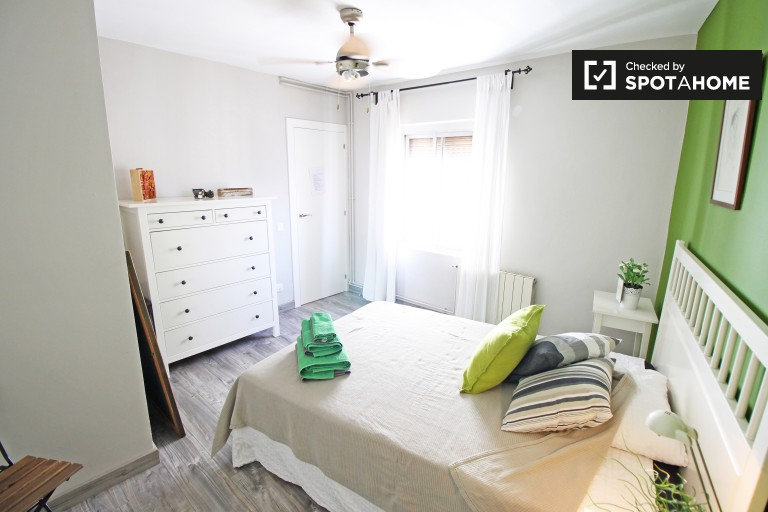 Big room in shared apartment in Gràcia, Barcelona