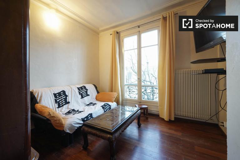 Double Bed in Room for rent in 2-bedroom, pet friendly apartment in 10th arrondissement