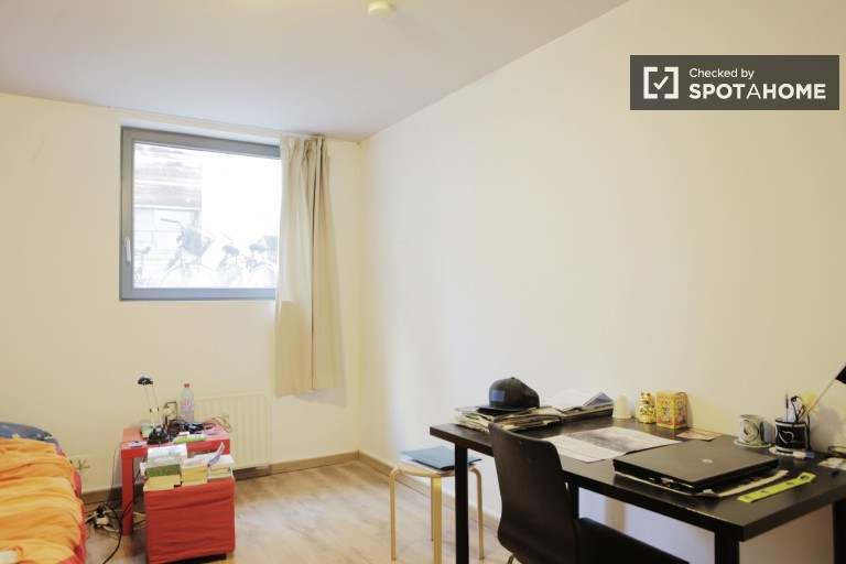 Equipped room in apartment in Brussels City Centre