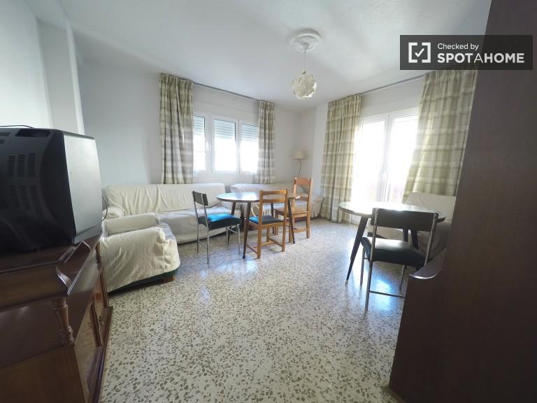 Big 4-bedroom apartment in Granada City Center