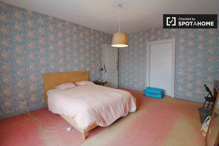 4 yatak odalı dairede aydınlık oda - Brüksel Şehir Merkezi