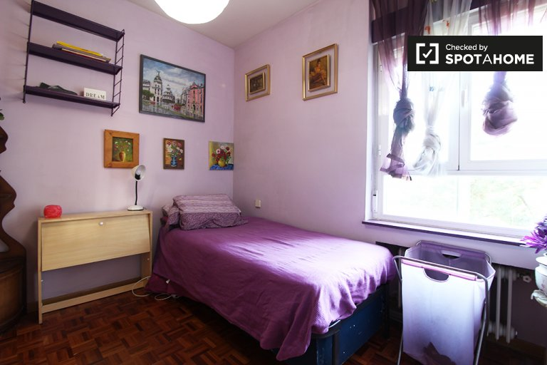 Accomodation in shared apartment in Retiro, Madrid