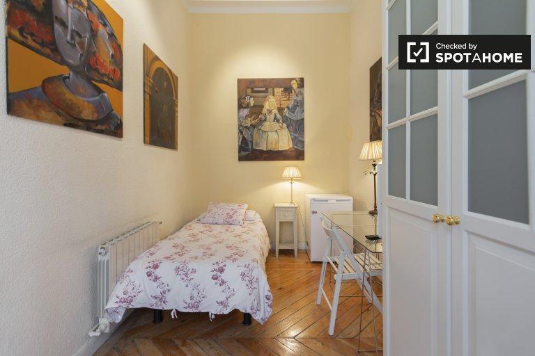 Retiro, Madrid 3 yatak odalı daire parlak oda