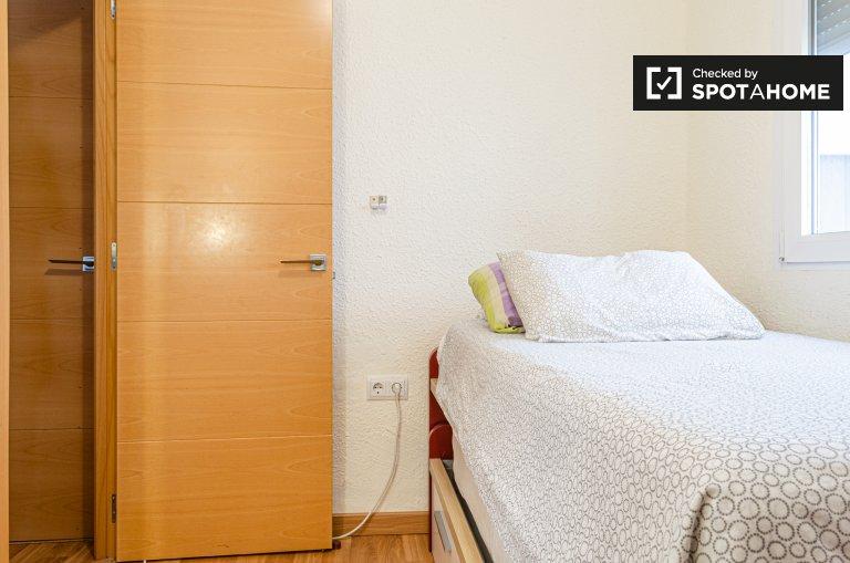 Pokój do wynajęcia w mieszkaniu z 3 sypialniami w El Cabanyal