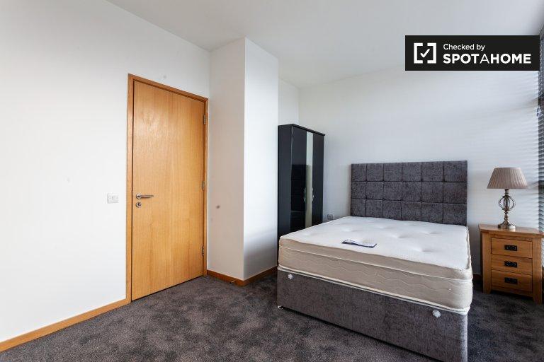 Quarto em aconchegante e acolhedor apartamento de 2 quartos para alugar
