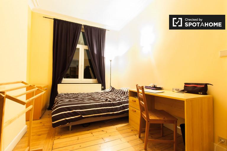 Bedroom 5 - queen bed