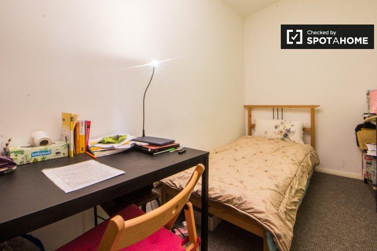 Ample room in apartment in Steglitz-Zehlendorf, Berlin