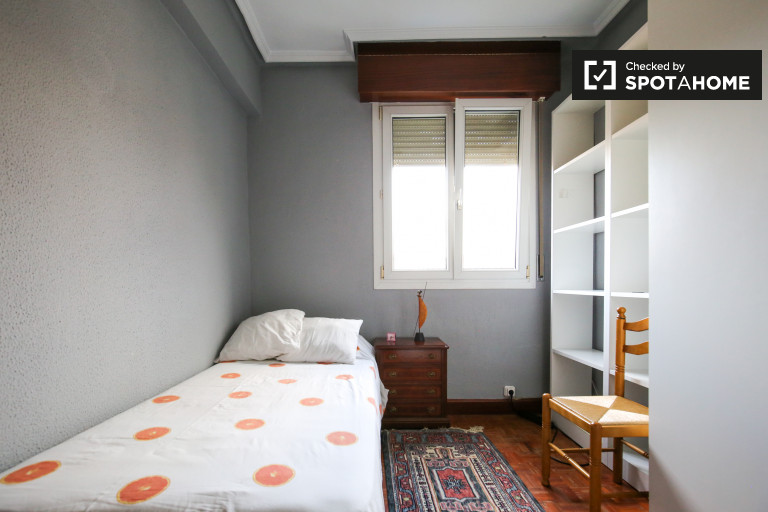 Single Bed in Rooms for rent in cosy 3-bedroom apartment in Barakaldo