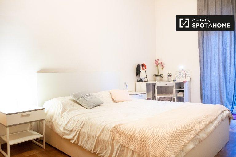Pokój dwuosobowy do wynajęcia, apartament z 5 sypialniami, Aurelio, Rzym