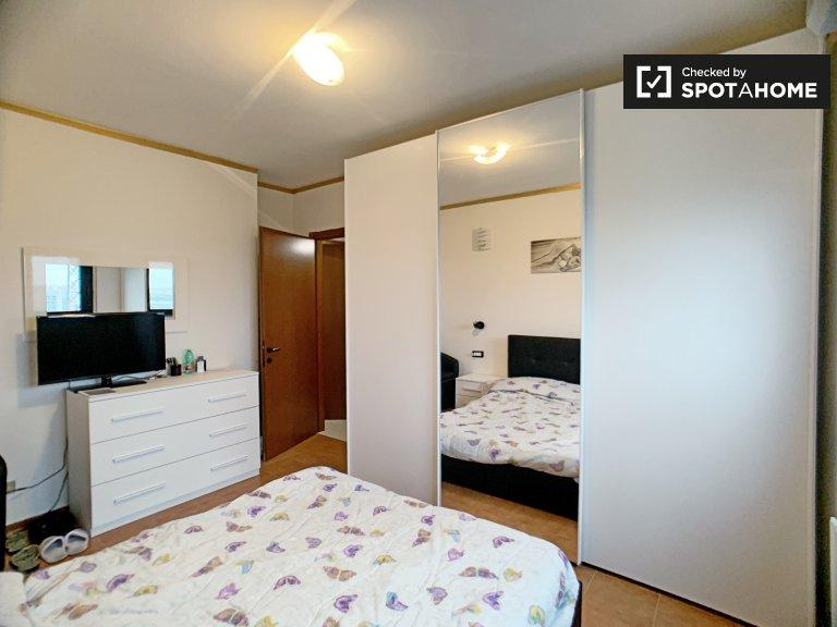 Pokój do wynajęcia w komfortowym apartamencie z 2 sypialniami w Baggio