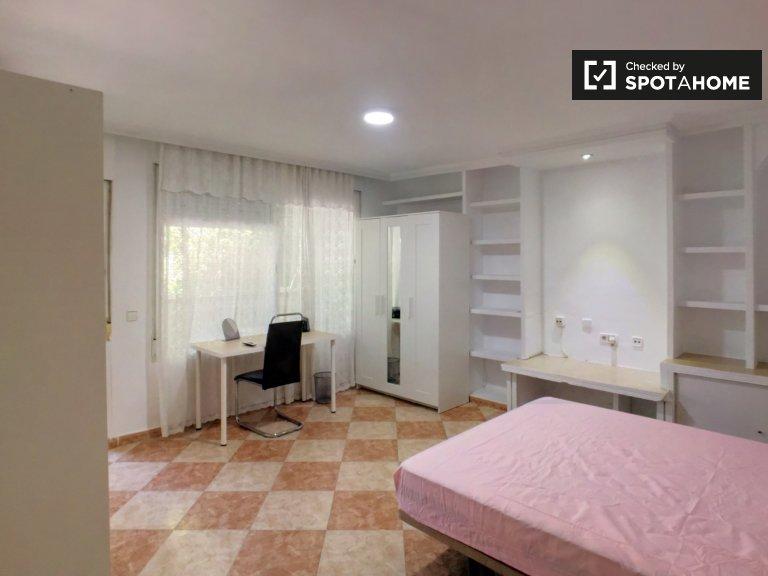 Chambre spacieuse dans un appartement de 7 chambres à Getafe, Madrid