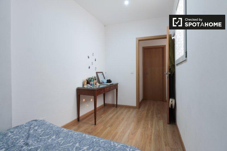 Se alquila habitación en apartamento de 3 dormitorios en Barri Gotic