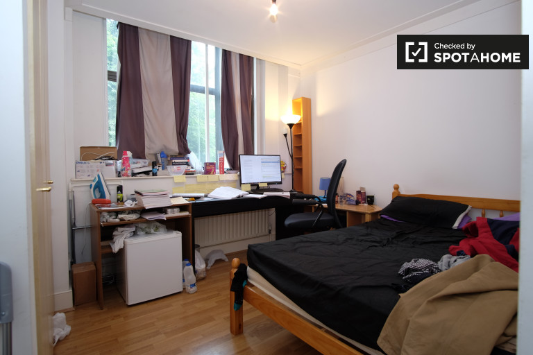 Furnished room in flat in Barbican, London