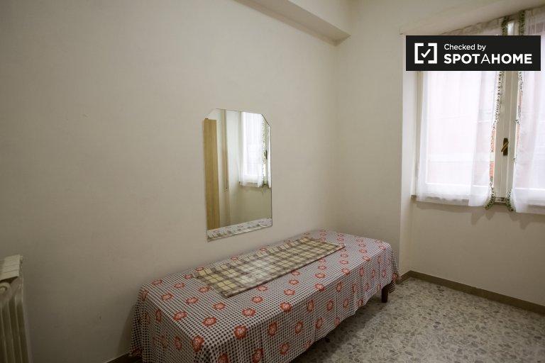 Einzelzimmer zu vermieten, 4-Zimmer-Wohnung, Monte Sacro, Rom