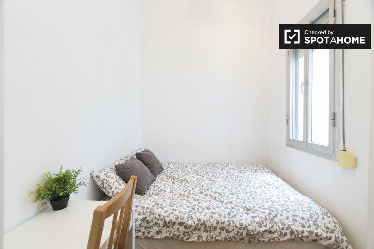 Interior room in 4-bedroom apartment in Latina, Madrid
