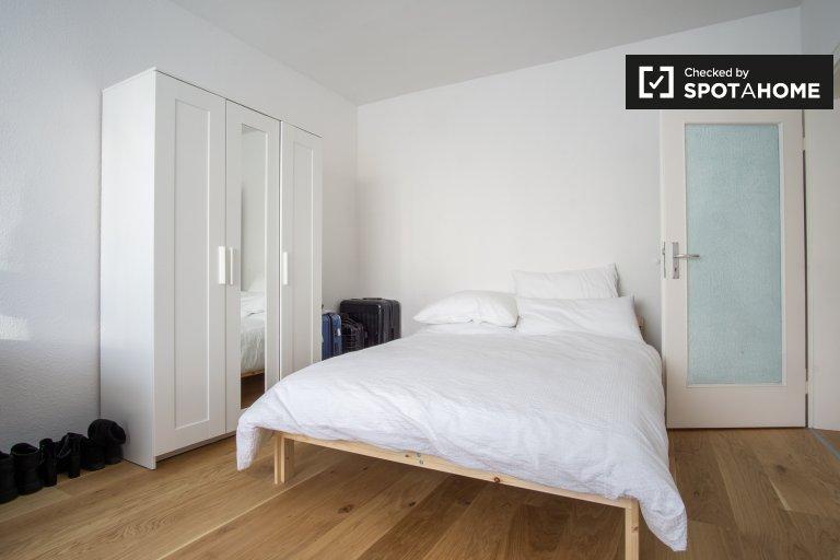Light room in apartment in Treptow-Köpenick, Berlin