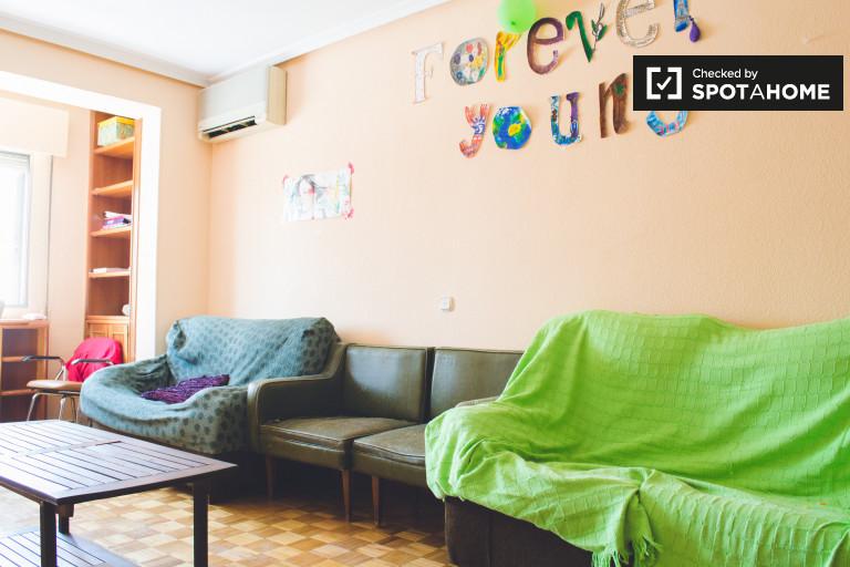 Apartamento de 4 quartos para alugar em Tetuán, Madrid