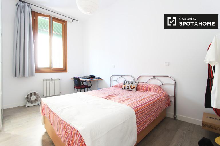 Charmantes Zimmer in einer 3-Zimmer-Wohnung in Malasaña, Madrid