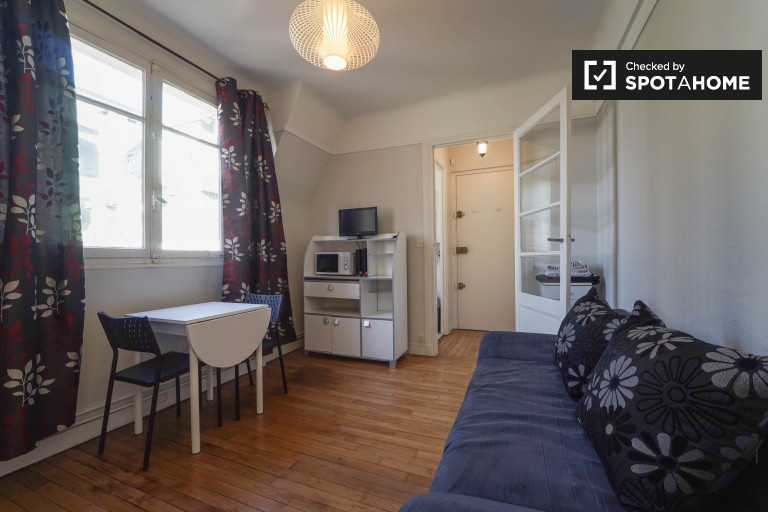 Bright studio apartment for rent in 9th arrondissement, close to Montmartre