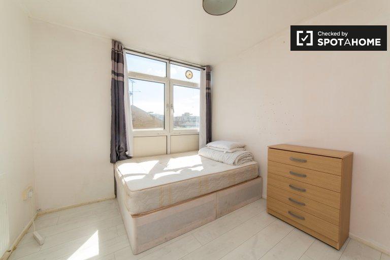 Sonniges Zimmer in einem Apartment mit 3 Schlafzimmern im Tower Hamlets London
