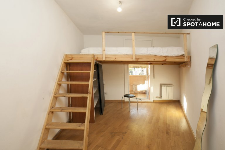 Room for rent, 3-bedroom apartment, Sants, Barcelona