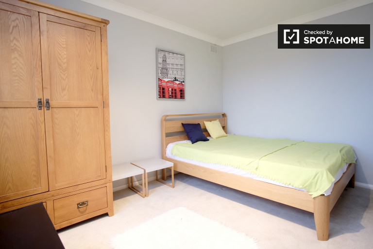 Double Bed in Rooms to rent in modern 3-bedroom shared flat in Hackney