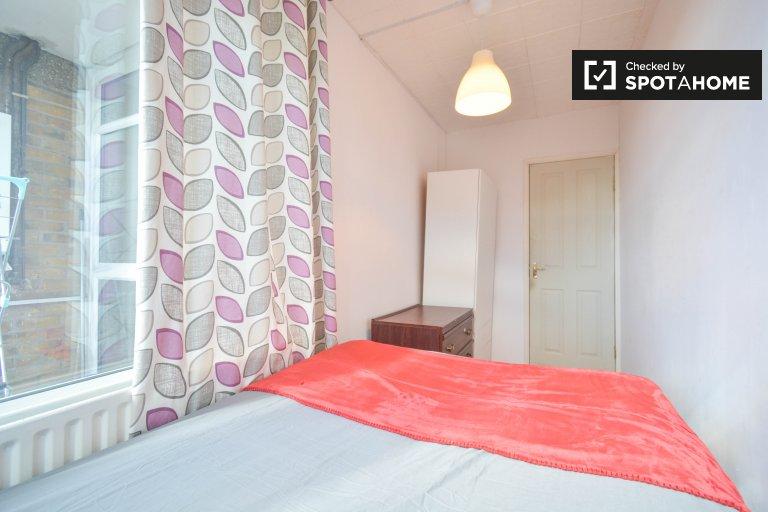 Pokoje do wynajęcia w 5-pokojowym mieszkaniu w Tower Hamlets w Londynie