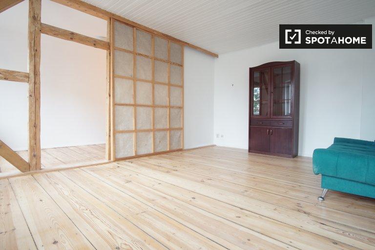 Amplio apartamento de 1 dormitorio en alquiler en Neukölln, Berlín