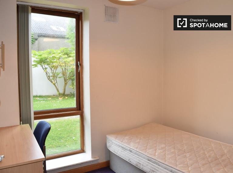 Sonniges Zimmer in 4-Zimmer-Wohnung in Santry, Dublin