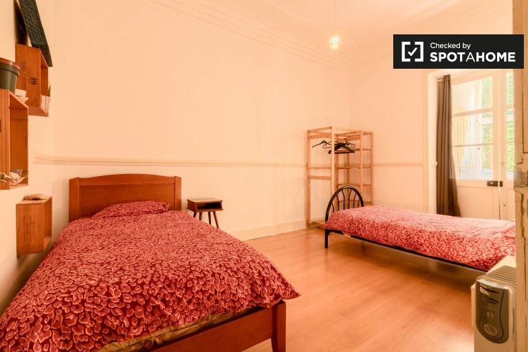 Uroczy pokój do wynajęcia, apartament z 4 sypialniami, Arroios, Lizbona
