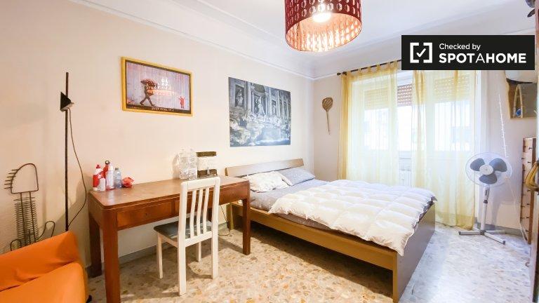 Chambre à louer dans un appartement de 3 chambres à Pigneto, Rome