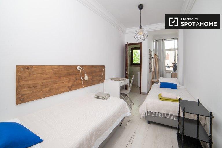 Pokój typu Twin do wynajęcia, mieszkanie z 6 sypialniami, Santo António