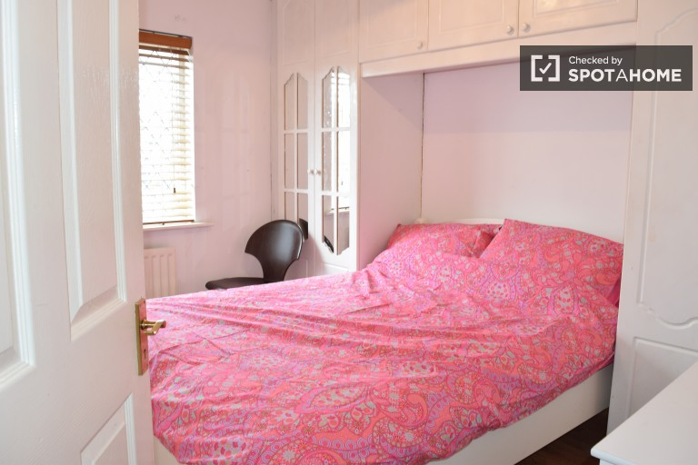 Decorated room in shared apartment in Donaghmede, Dublin
