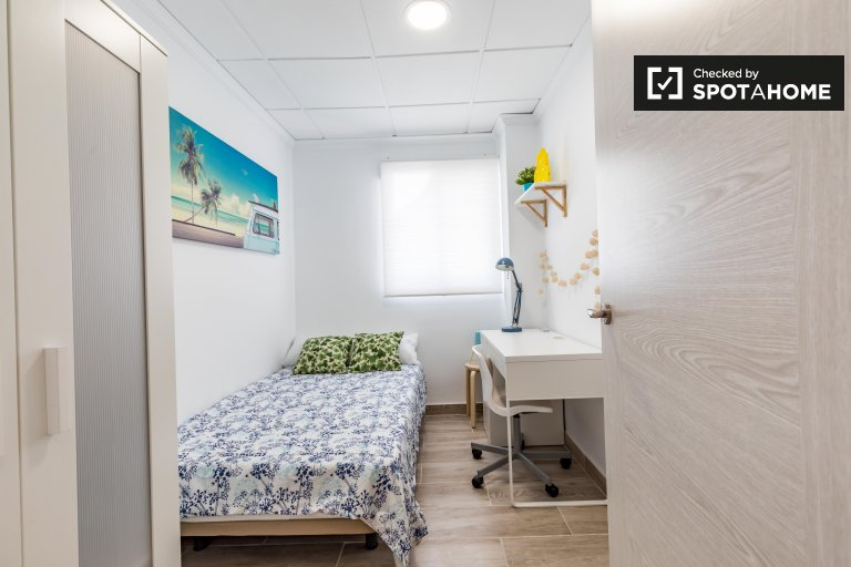 Zimmer in 3-Zimmer-Wohnung in Poblats Marítims, Valencia